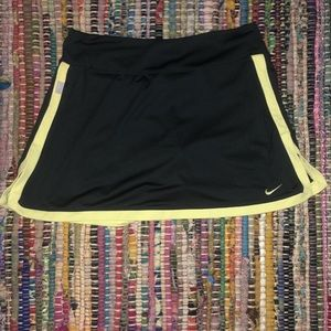 Grey/yellow Nike tennis skirt
